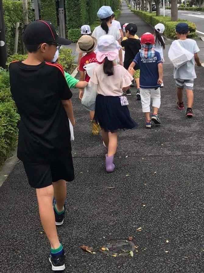 【昼ごはんを作って食べようDay カレー編】米を担いで帰って来たのは6年生。異年齢集団の中にある当学童保育所生活では自分の家族に向けるような仲間への優しさ・思いやりの心が育つ良き環境!!